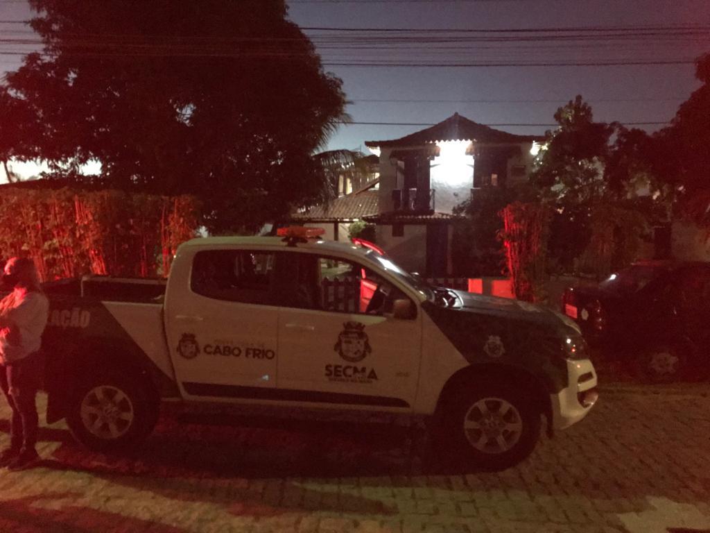 Casa alugada irregularmente em Cabo Frio recebeu fiscalização neste sábado (3) | Foto: Prefeitura de Cabo/Divulgação