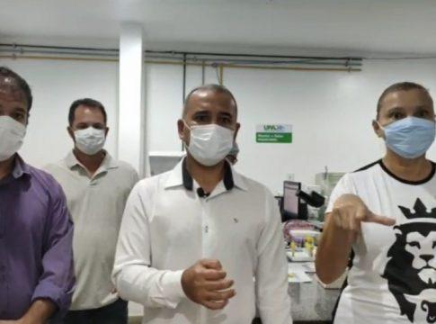 Prefeito Vantoil Martins (Cidadania) realizou live com secretário de Saúde nesta terça-feira (6) para anunciar novas medidas | Foto: Prefeitura de Iguaba Grande/reprodução